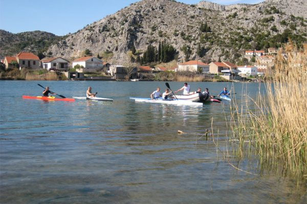 préparatifs de l'équipe de kayak